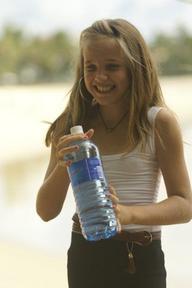 phperfect-image-child-holding-bottled-water